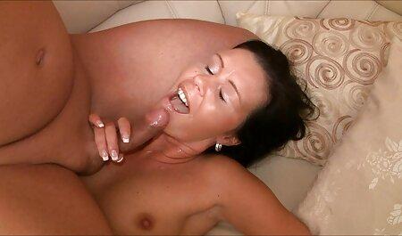 Turrón blanco apareció de la vagina Khokhlushka videos porno con veteranos se cortan, moviendo los músculos de la vagina, la chica empujó rápidamente el líquido