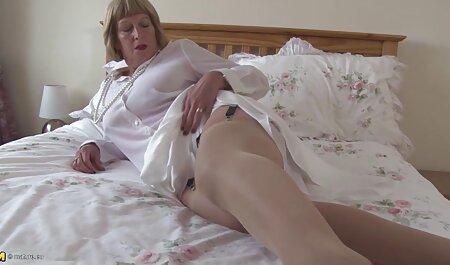 Una puta esconde la vida videos xxx gratis veteranas de su amante en un burdel, extendiendo su vagina frente a muchos miembros