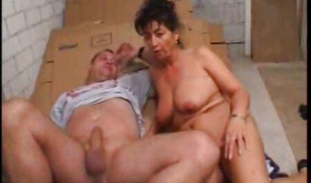 Alrededor de peludo intensivo veteranos porno golpeando de piel borracha, levantando sus piernas sobre el hombro