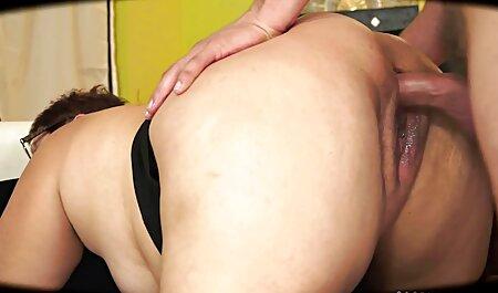 Invitados inesperados hacen un ama de casa con increíbles genitales veteranaslesvianas lamer