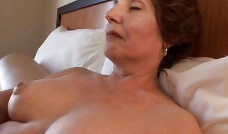 El clítoris videos veteranas desnudas perforando sus manos durante el sexo con el hombre fuerte y el pene es bastante grande