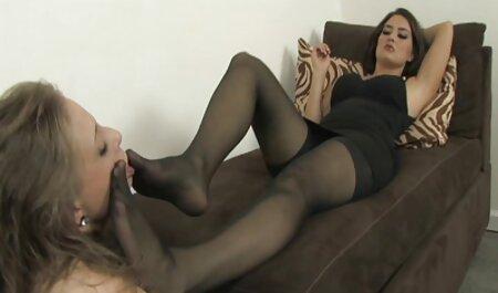 Llevar a una joven apasionada al orgasmo sin veteranas chupando penetrarla, frotando sus suaves patas en el clítoris