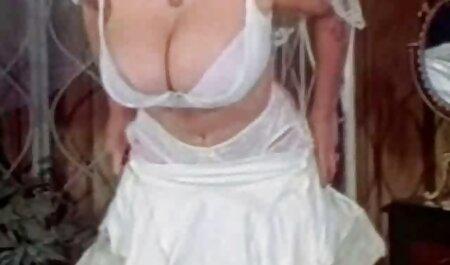 Un alemán negro veteranas foyando se sumerge en fisuras anales rubias con una gran polla, y la segunda esposa lame la pelota