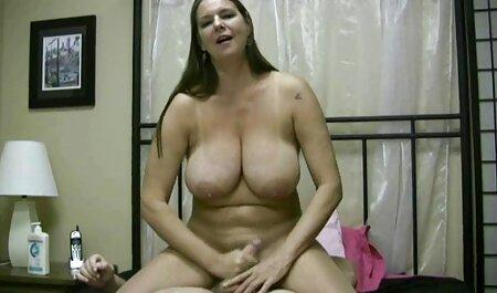 Nena bohemia, que está completamente encerrada en xvideos de veteranas un látex apretado, haciéndola tener un orgasmo rojo