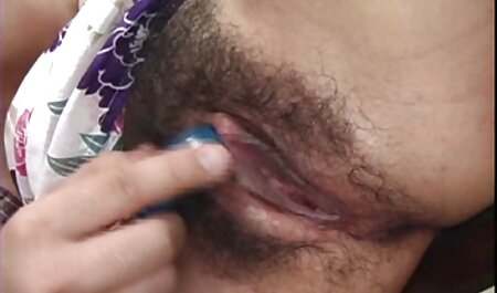 Sucio Zuhra desnudarse en el baño frente a un espejo y anotar todo lo que está en el teléfono, metió sus pechos y videos de sexo veteranas pubis