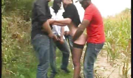 Hombre maduro se folla al Secretario joven aprendiz en el veteranas gordas desnudas sofá con sus pies sobre los hombros