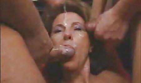 Chica gordita decide perder peso levantando una barra, pero cuando vio el peso de esta sesión frente al entrenador y comenzó a acariciar serviporno veteranas su vagina