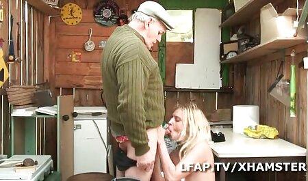 El niño tenía veteranas culonas y tetonas dieciocho años de edad, morena, empujando su mano en la vagina y un gran agujero