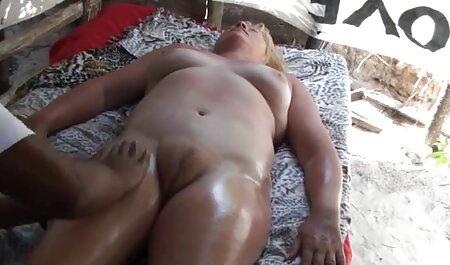 Mamá catches hahalnya en cama de surprised hija cojiendo veteranas