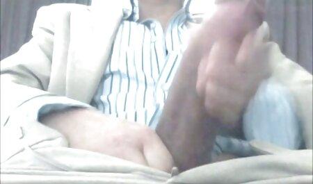 Me froté la vagina en agua jabonosa y la ayudé a limpiar con una escoba en su videos con veteranas vagina