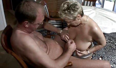 Hombre con túnel en su oído arrastrándose de cáncer en la cama chillón ruso amante con el coño mojado veteranaslesvianas
