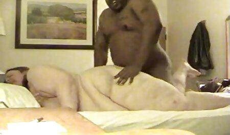 medias desgarradas en cogiendo veteranas el culo de una bailarina desnuda e impregnadas delante de un espejo
