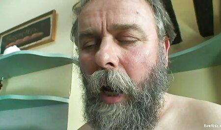 Ella acarició el clítoris rosa sin quitarse las bragas y masturbándose hombres con videos pornos argentinos maduras pene curvo