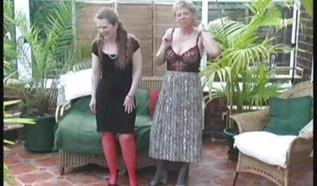 Parubok atornillar a las chicas jóvenes, veteranas haciendo pajas ella agujero en medias entre sus piernas e ir directamente a la vagina dulce