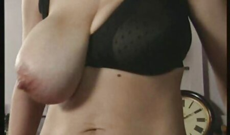 Nueva estudiante orinó en sus sandalias mientras ve a Michelle xxx videos veteranas Sappa desnuda en el baño público