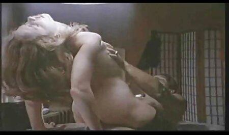 En la feroz entre un chico y una chica, un perro el otro aparece veteranas fornicando en la habitación, la gente también quiere tomar pollas grandes, gordita, esto, coño, coño afeitado, ella y persona contra un sexo en grupo con dos chicas jóvenes así.