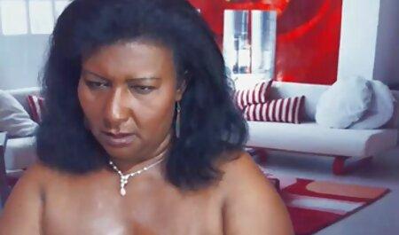 Joven borracho mujer desnuda striptease y videos veteranas sexo se masturba con rosa falo