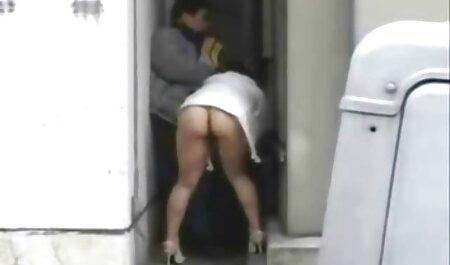 Duhtara con oscuro vagina chupa bigotudo hombre y en cogiendo veteranas cuclillas abajo en shnyag