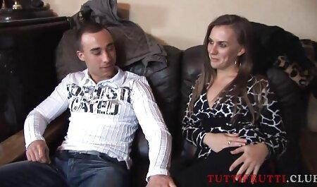 Los invitados sexo casero con veteranas borrachos del viejo herrero entraron en la habitación de los jóvenes mientras sus amigos se quedaban dormidos