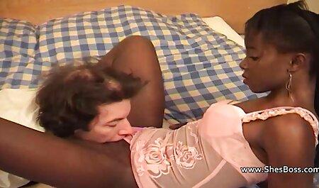 Dos buenas personas veteranas mamadoras arrastrando a una mujer borracha a 40 en un círculo y menyoldernya ser leña