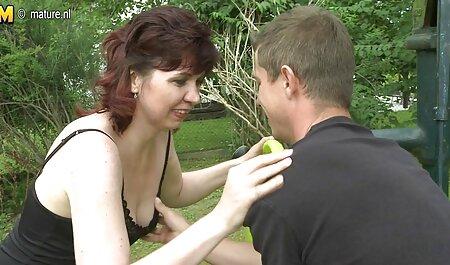 El botánico que tiene suerte, ayuda a la hija de su madre a prepararse para entrar, y como veteranas colombianas follando su respuesta, ella se masturbó su polla