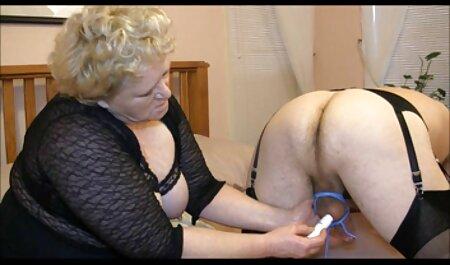 En videos xxx de maduras amateur la apariencia de una cultura alemana, tirando del vestido en el tren y sin pantalones, abre la vagina frente a las cejas