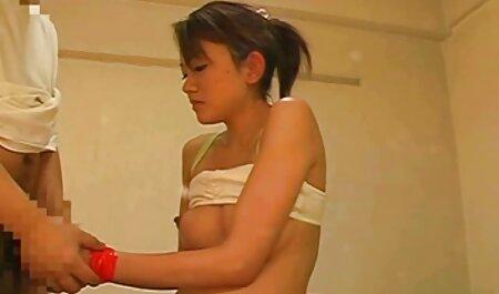 Buryatka una piel veteranas culiadas suave con un invitado en su habitación y perfeccionar las habilidades de su comportamiento