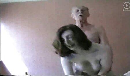 La mujer se sorprendió y gritó libremente, mientras que su izquierda con Elda sumergirse en veteranas bien calientes la vagina húmeda