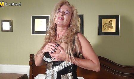 Cámaras ocultas videos de veteranas cojiendo y chica inquieta con tetas es increíble con pollo en su boca para dar la bienvenida a nuestro fútbol