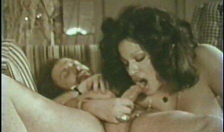 Un camarero sin la presencia del joven maestro para hacer la porno de veteranos masturbación en su habitación, divertirse en el chat íntimo