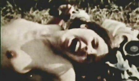 Kadyr joven videos pornos veteranas agarró a Alisha que estaba durmiendo cerca de su pecho, levantó la manta y se quitó los pantalones mientras acariciaba su sombrero con la lengua