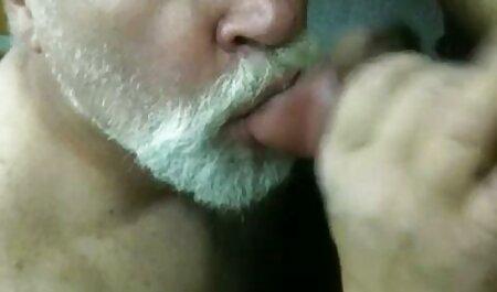 Maduro mujer catch boca semen veteranas con negros y splashed en su cara